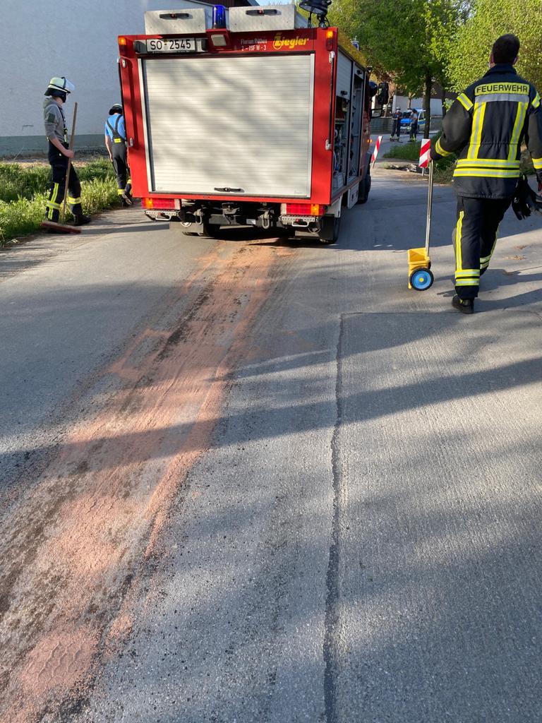 Öl / Benzin auf Strasse